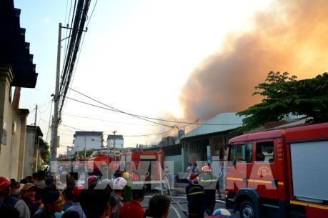 Thành phố Hồ Chí Minh: Cháy lớn tại công ty hóa chất