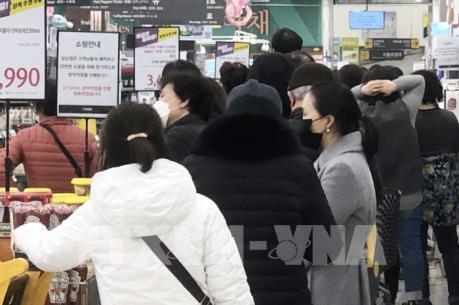 Các chuỗi bản lẻ lớn tại Hàn Quốc đóng cửa một phần vì dịch COVID-19