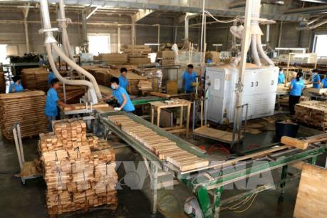 Dịch COVID-19: Kiểm soát sớm - doanh nghiệp sản xuất giảm khó khăn