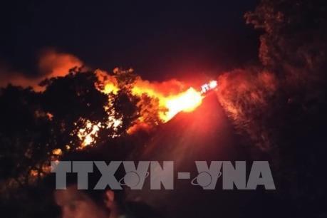 Gia Lai: Xe bồn chứa xăng bốc cháy, lái xe thoát nạn
