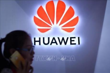 Tổng thống Trump ký ban hành luật cấm công ty viễn thông Mỹ mua thiết bị Huawei
