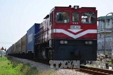 Đường sắt và Tập đoàn Hoá chất ký thoả thuận vận chuyển 1,6 triệu tấn hàng