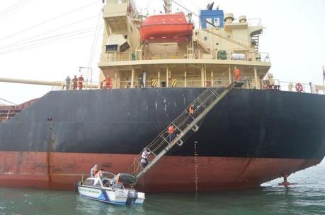 Dịch COVID-19: Thuyền viên tàu Pacific Horse hoàn tất cách ly 14 ngày