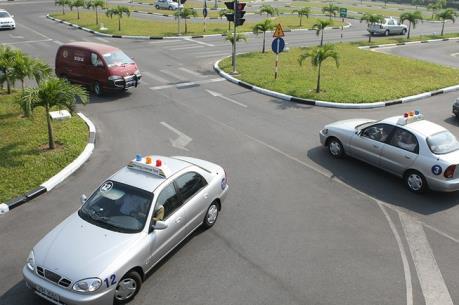 Điều chỉnh học phí đào tạo lái xe thế nào là hợp lý?