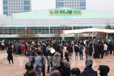 Hàn Quốc lấy khẩu trang từ các trường học để phân phối lại cho người dân