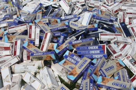 Phát hiện xe ô tô chở gần 12.000 gói thuốc lá lậu