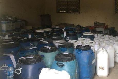 Tạm giữ gần 1.000 lít chất lỏng nghi dầu DO không rõ nguồn gốc
