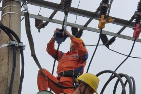 Hơn 10.000 khách hàng ở Yên Bái được khôi phục cấp điện sau mưa đá