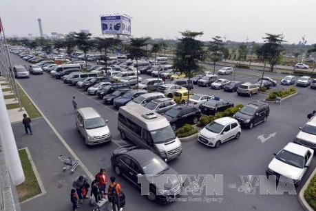 Ô tô vào sân bay đón trả khách dưới 10 phút sẽ không phải đóng phí