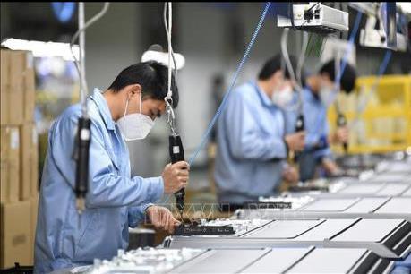 Các nhà máy của Trung Quốc đang nối lại chuỗi cung ứng toàn cầu