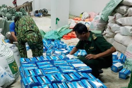 Bắt giữ 2 vụ vận chuyển số lượng lớn khẩu trang y tế sang Campuchia
