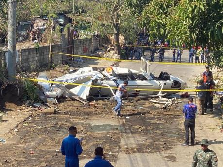 Rơi trực thăng chở nhiều quan chức cảnh sát Philippines