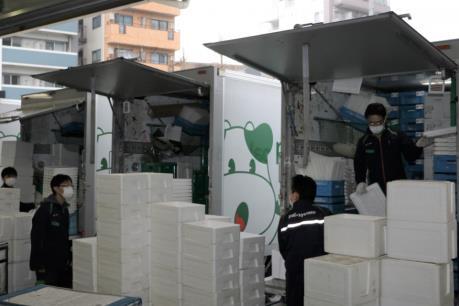 """Dịch COVID-19: Dịch vụ giao hàng tại nhà """"lên ngôi"""" ở Nhật Bản"""