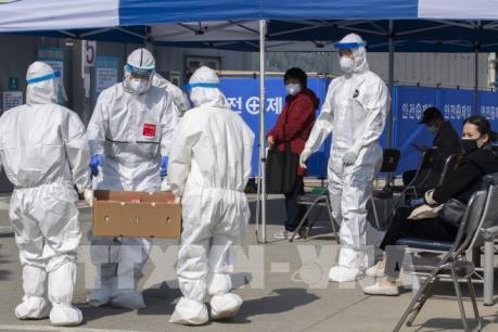 Số ca nhiễm COVID-19 ở Hàn Quốc tăng lên gần 6.300 ca