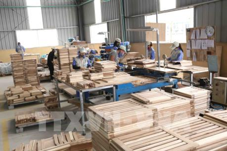 Doanh nghiệp ngành gỗ chuyển đổi phương án kinh doanh