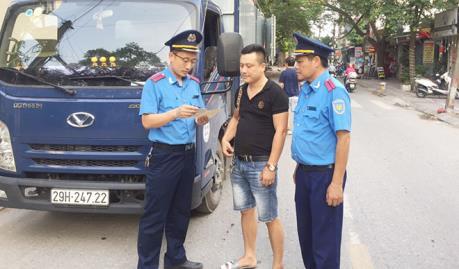 Thanh tra giao thông Hà Nội xử lý phương tiện đi trái phép vào đường đua F1