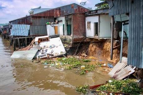 Cần Thơ: Sạt lở ảnh hưởng 5 căn nhà ven chợ nổi Cái Răng