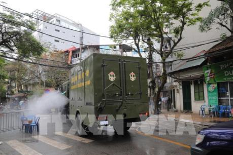 Huy động 6 xe chuyên dụng phun hóa chất khử trùng tại phố cổ Hội An