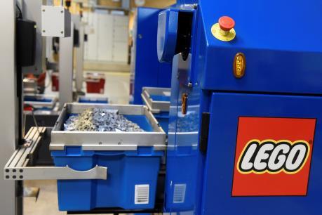 """Lego: Khi những viên gạch nhiều sắc màu trở nên """"xanh"""" hơn"""