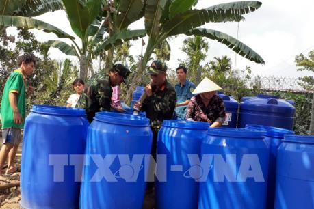 Người dân Bến Tre tiếp tục được nhận nước ngọt miễn phí