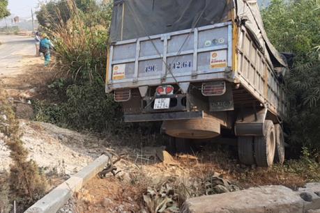 Lâm Đồng: Xe tải lao xuống vực, tài xế tử vong