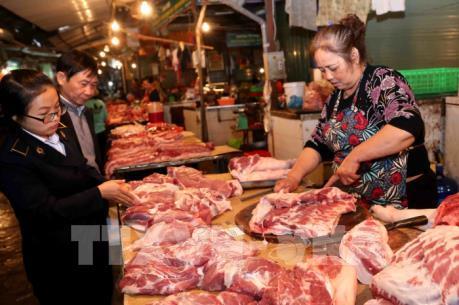 Tăng nhập khẩu để kiểm soát giá thịt lợn