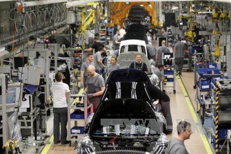 Dịch COVID-19: Ngành sản xuất ô tô ở châu Âu lao đao