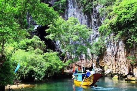 Quảng Bình tạm dừng đón khách du lịch đến tham quan, nghỉ dưỡng