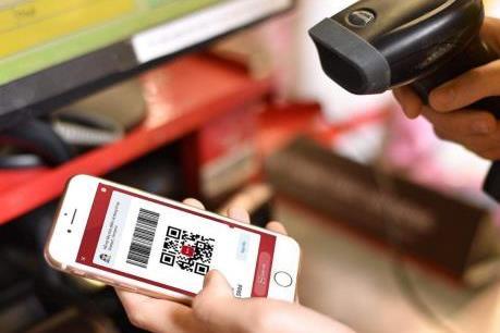 """ATM cáu bẩn, khách hàng """"chuộng"""" thanh toán online"""