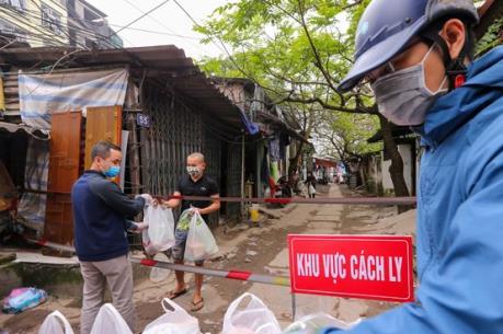 Hà Nội đảm bảo nhu yếu phẩm cho người dân khu vực cách ly ở Cầu Giấy