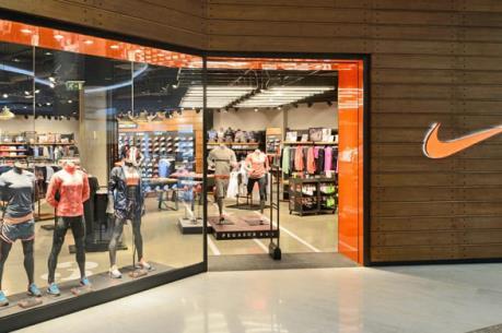 Dịch COVID-19: Nhiều nhà bán lẻ đóng cửa các cửa hàng