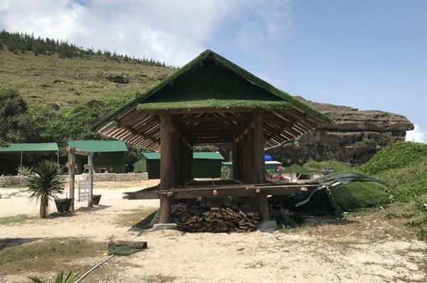 Công trình trái phép tại thắng cảnh Hang Câu trên đảo Lý Sơn