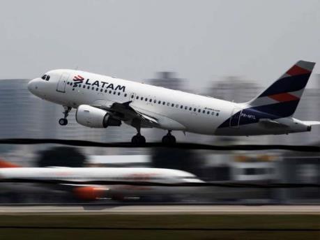 Hãng hàng không LATAM giảm 70% hoạt động do dịch COVID-19