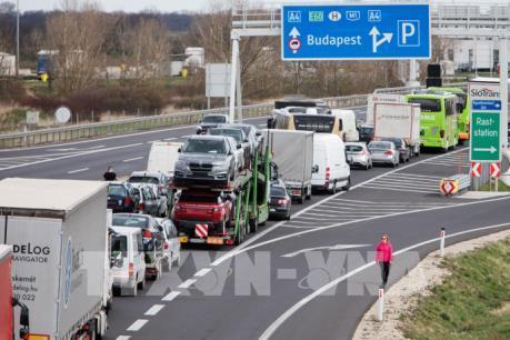 Dịch COVID-19: Hungary tuyên bố đóng cửa biên giới