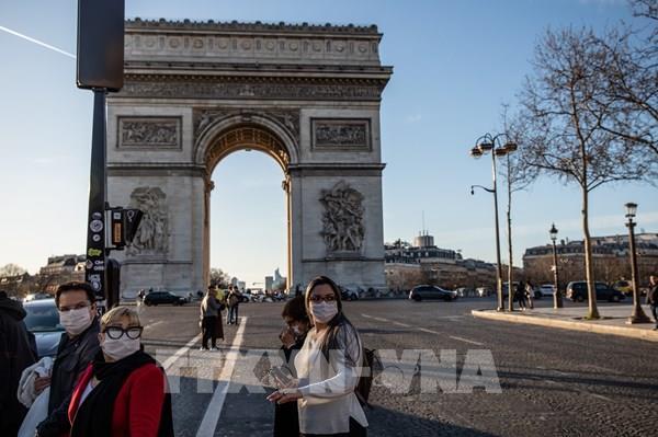 Người dân thế giới đeo khẩu trang phòng, chống dịch COVID-19