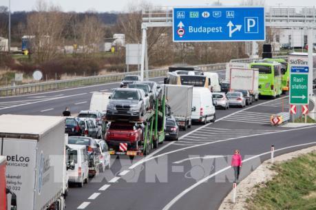 Dịch COVID-19: Nhiều nước đóng cửa biên giới