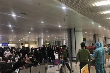 Thứ trưởng Lê Anh Tuấn: Phối hợp linh hoạt để đưa hành khách về khu cách ly nhanh chóng