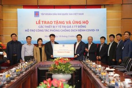 PVN trao tặng 5 tỷ đồng thiết bị y tế hỗ trợ phòng chống COVID-19