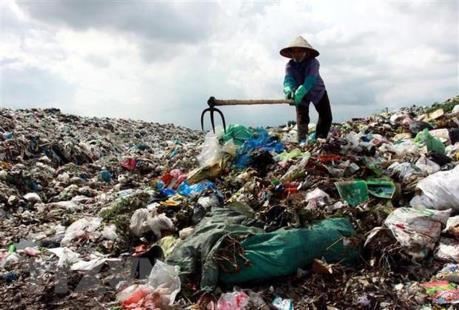 Hà Nội chỉ đạo giải quyết dứt điểm ô nhiễm môi trường ở bãi rác Nam Sơn