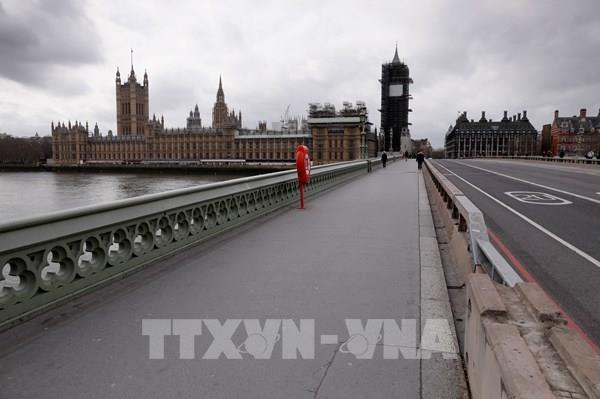 Dịch COVID-19: Thủ tướng Anh ban hành lệnh bán phong tỏa đất nước