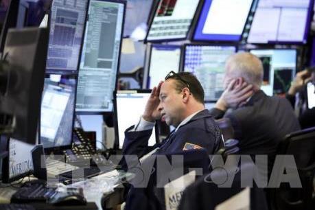 Chứng khoán Âu-Mỹ đồng loạt giảm điểm mạnh dù Fed thông báo các biện pháp hỗ trợ mới
