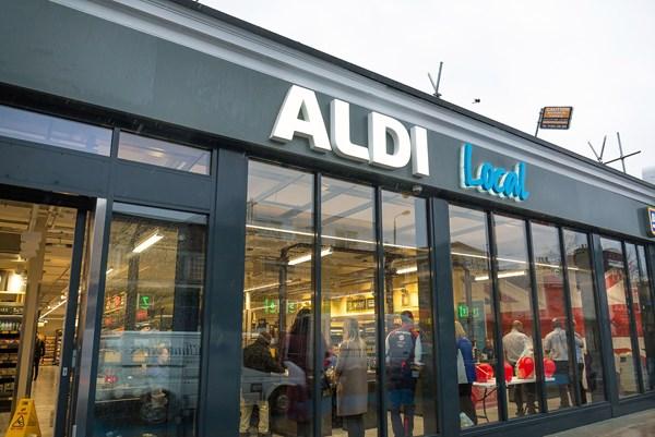 Các siêu thị ở Anh sẽ tuyển 16.500 lao động để cung ứng hàng hoá