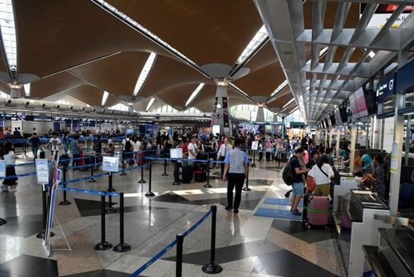 Đại sứ quán Việt Nam hỗ trợ một công dân bị mắc kẹt tại sân bay Kuala Lumpur