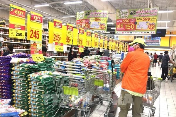 Giá gạo đóng túi ở Thái Lan tăng do hạn hán và tâm lý tích trữ phòng dịch bệnh