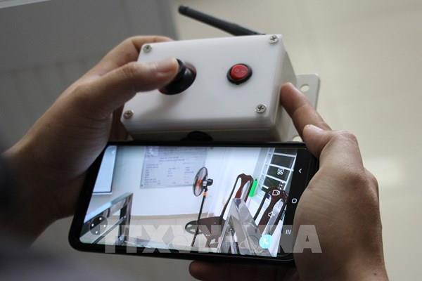 Cận cảnh robot phục vụ bệnh nhân cách ly của ĐH Bách khoa Đà Nẵng