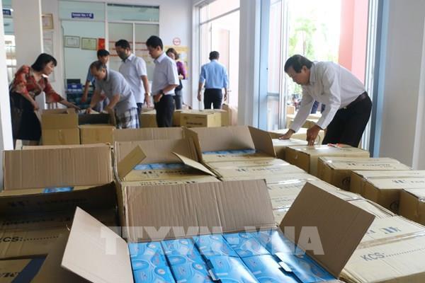 Hải quan An Giang chuyển giao gần 230.000 khẩu trang y tế phục vụ phòng, chống dịch