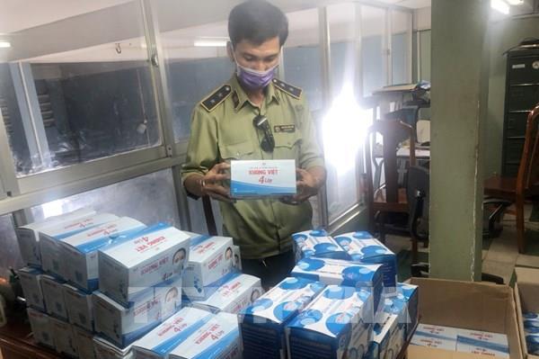 Bắt giữ xe tải chở hơn 200.000 khẩu trang y tế không đủ chứng từ