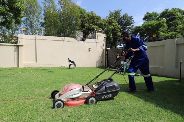 """Khi đại dịch COVID-19 """"gõ cửa"""" nhà những lao động nghèo Nam Phi"""