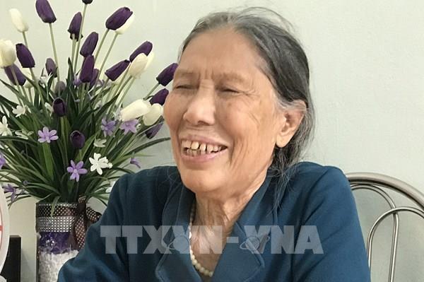 Vợ liệt sĩ gần 80 tuổi đạp xe lên xã ủng hộ tiền chống dịch COVID-19