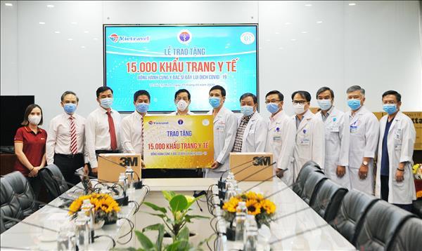 Vietravel tặng 15.000 khẩu trang y tế cho y bác sĩ tuyến đầu